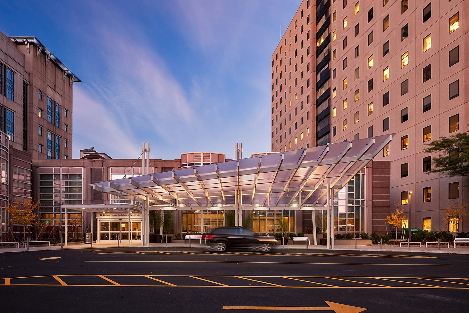 BWH_45-Francis-Canopy-Architecture_drivecourt_hospital-campus_Klopfer-Martin.jpg