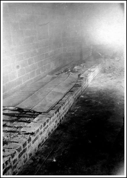 Masonry pit with sheet metal cover (North Carolina)