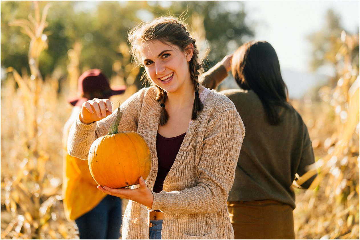 20171011SeniorPumpkinPatch120_web.jpg