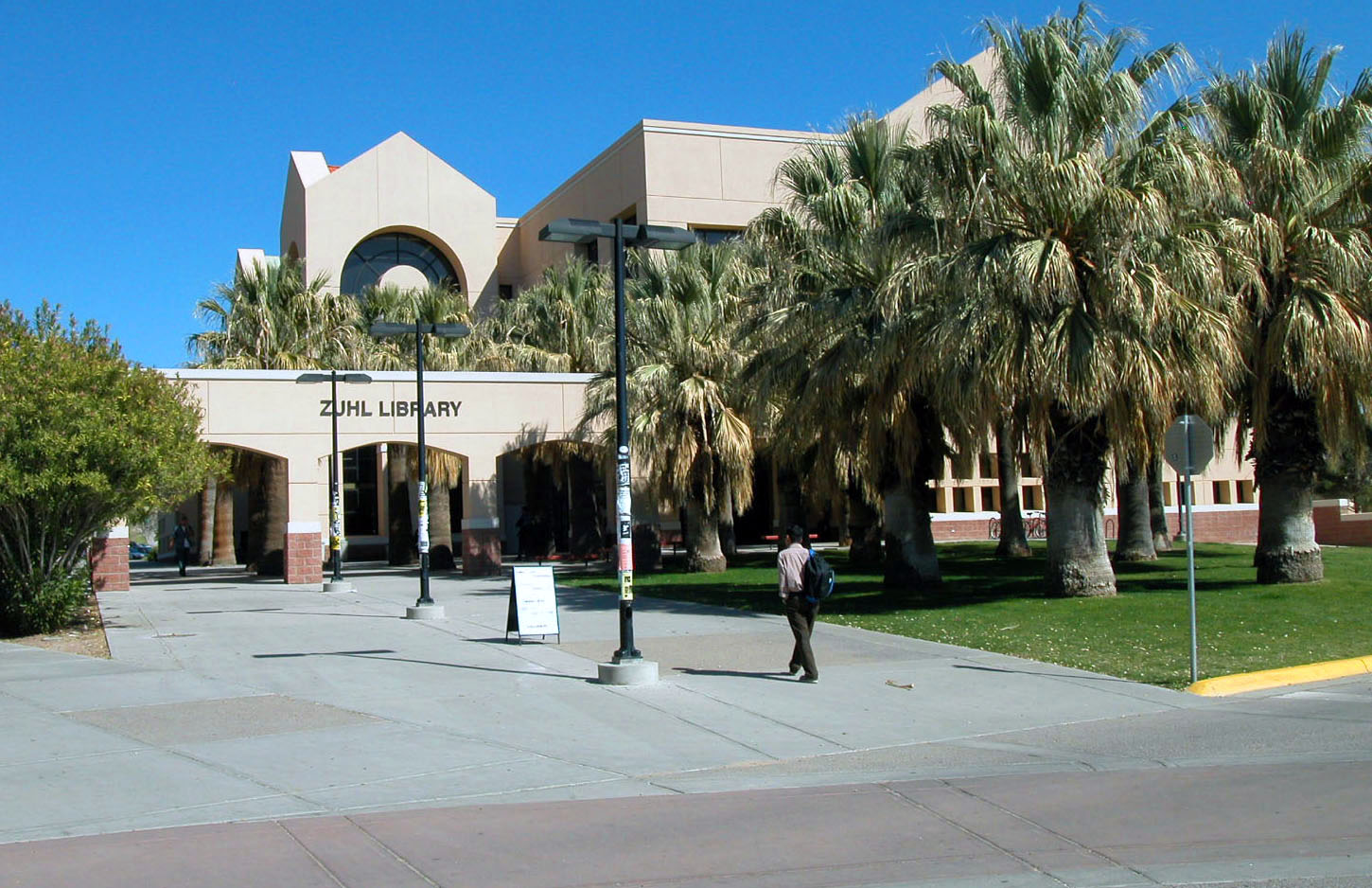 Entrance to the Zuhl library courtyard