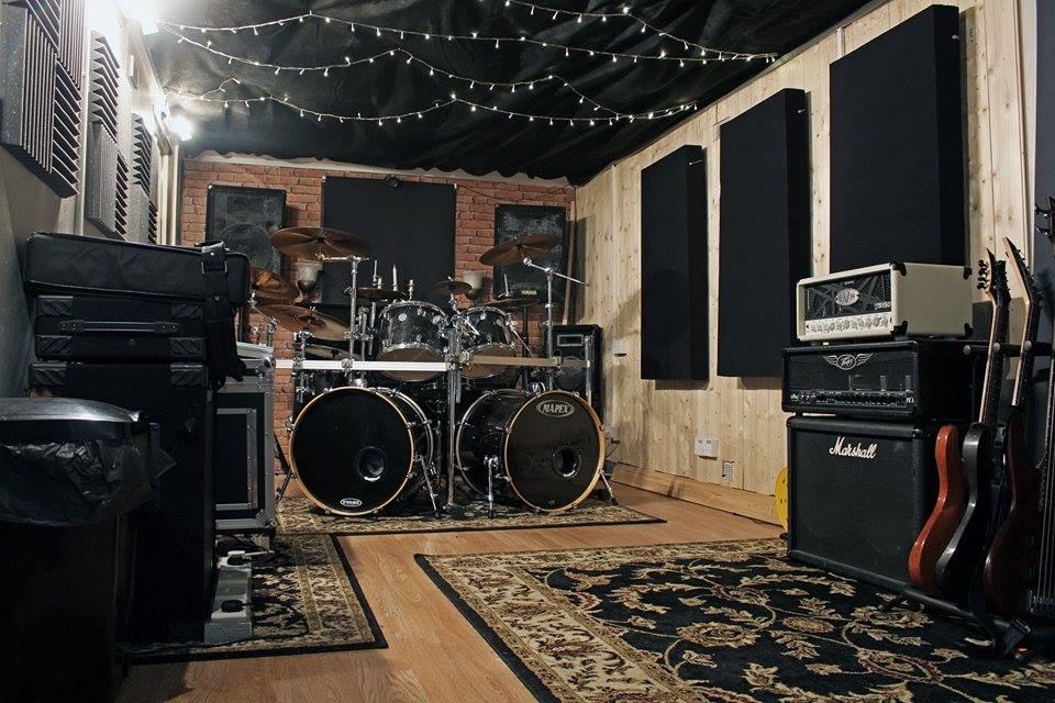 Noise Cabin Liveroom2.jpg