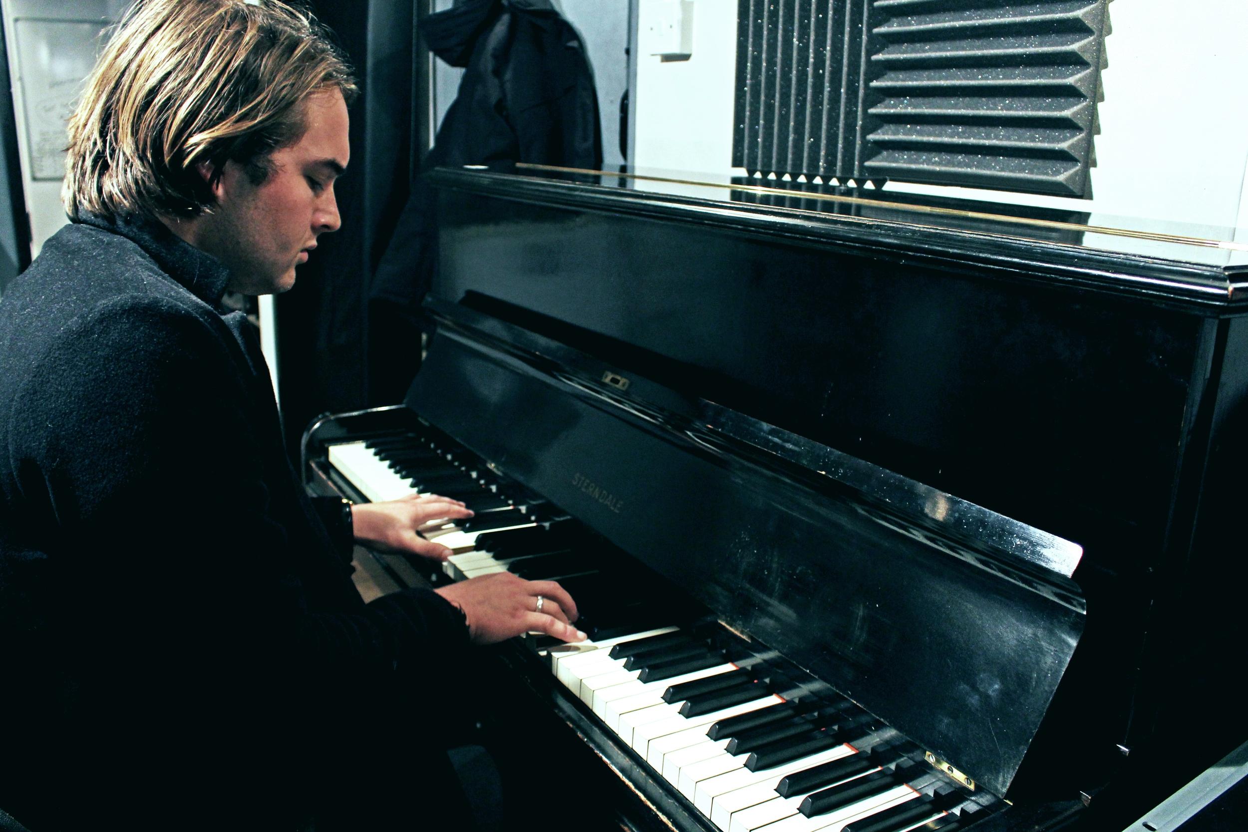 Tom Piano 1.jpg