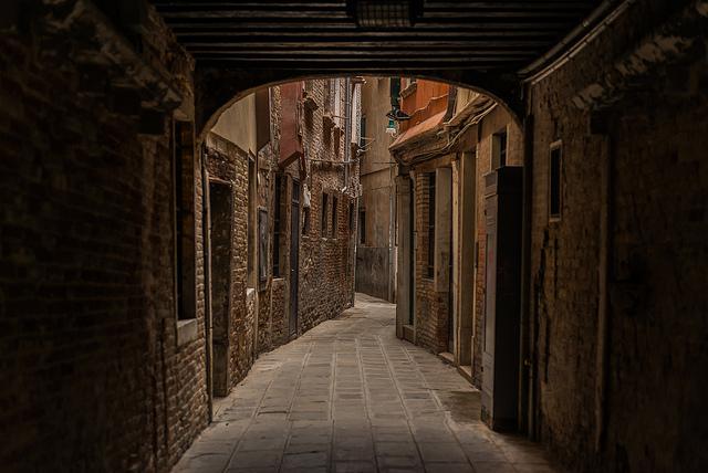 Venice calle.jpg