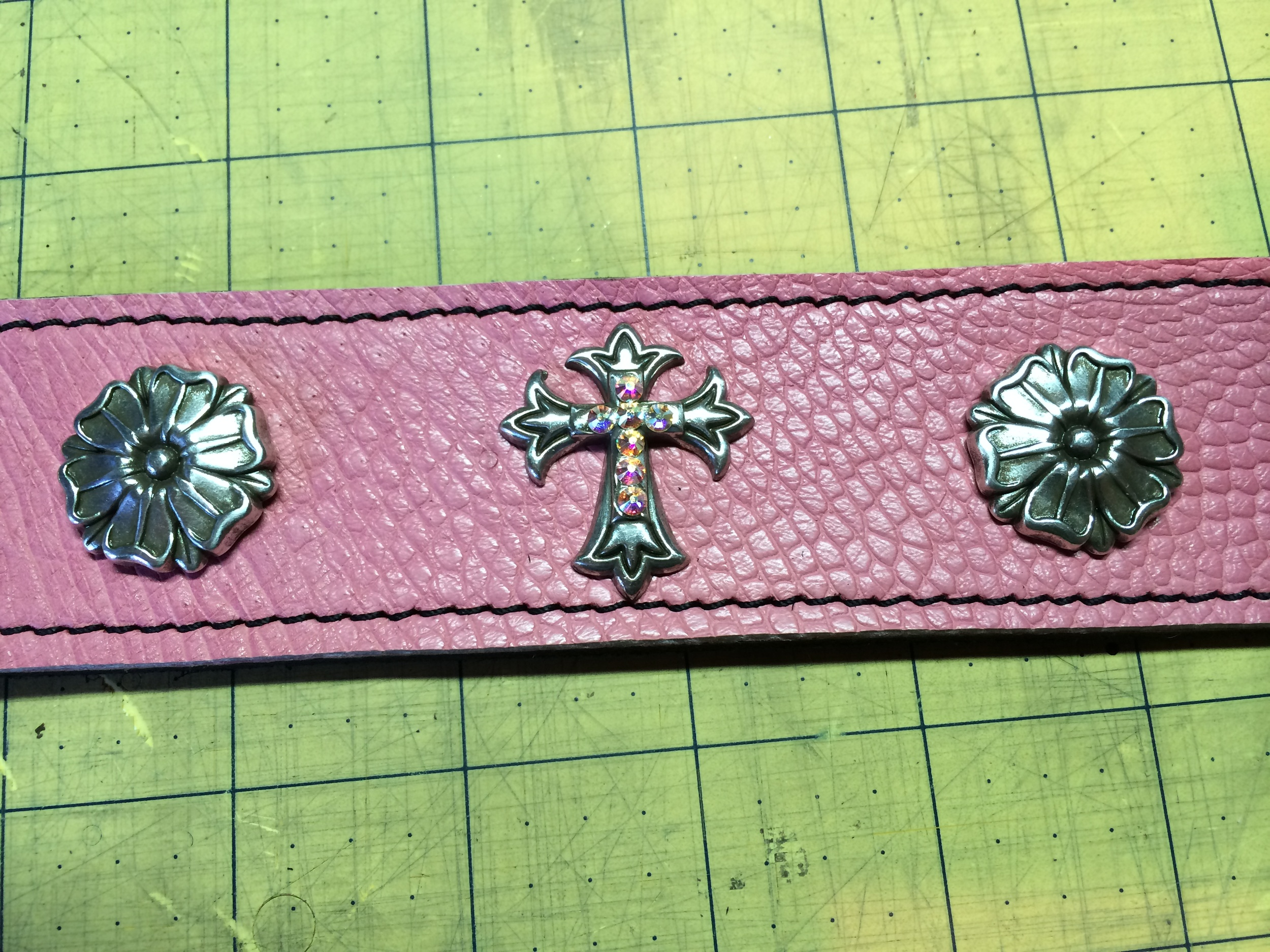 Leather Dog Collar-Concho detail