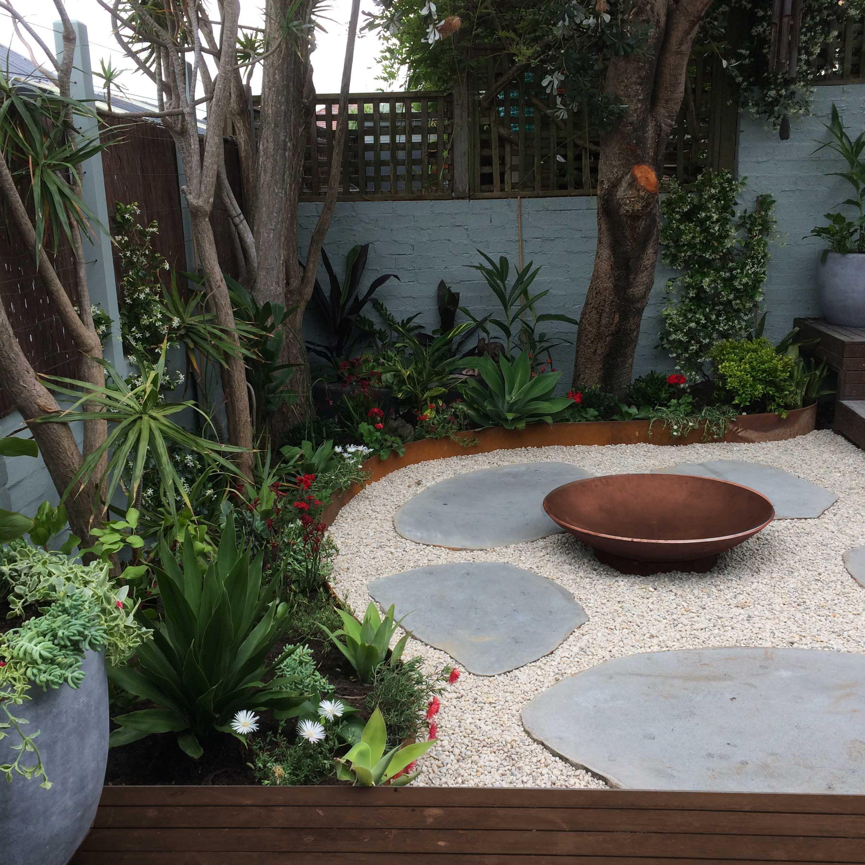 fresh-prince-courtyard6.JPG