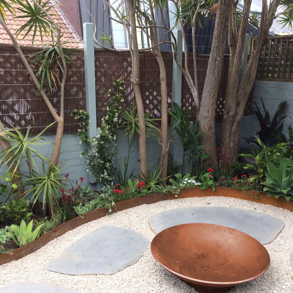 fresh_prince_courtyard.JPG