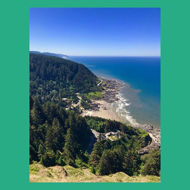 What we wouldn't give to be by the coast right now 😅 . . . . #pacificcoasthighway #roadtripusa #highway1 #oregoncoast #coastline #summerhols #viewpoint