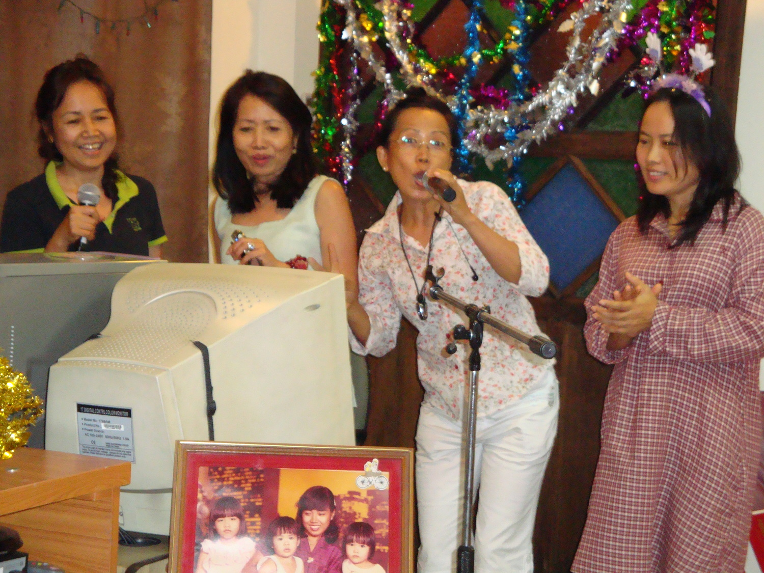 The Chailat Sisters:  Aunt Oi, Mommy Pai, Aunt On & Aunt Eet