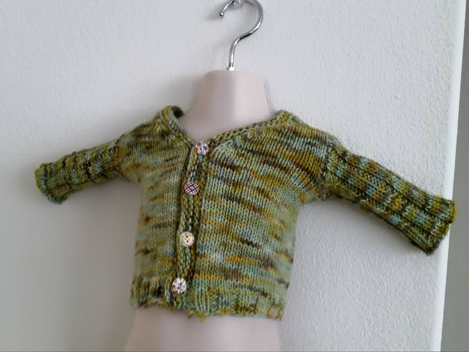 Knitted in the round and then steeked! A quick baby knit! | Handmade fashion at Candy & Bagel