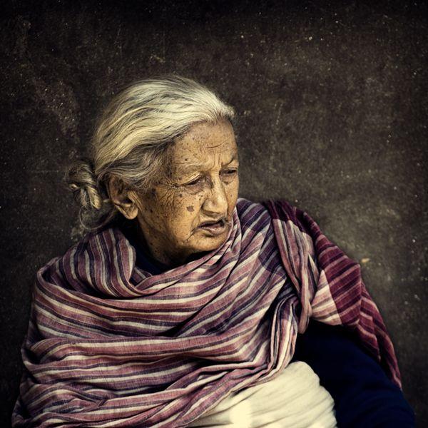 michiel-de-lange_lady-in-bhaktapur.jpg