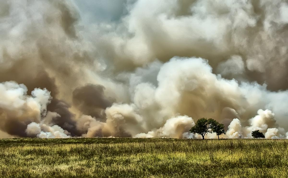 fire-on-the-plains-by-jeff-clow.jpg
