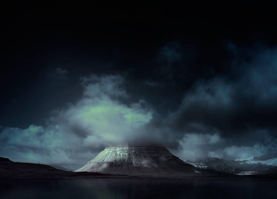 Kirkjufell blue II.jpg