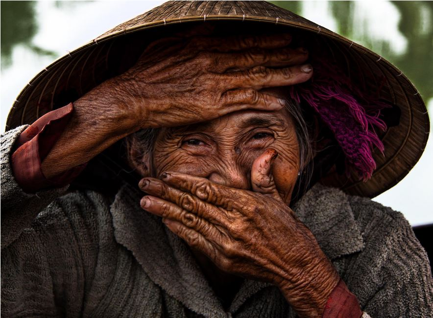BUI THI XONG (76 years old) is living in Hoi An.   She is the cover of Rehan's latest book Vietnam: A mosaic a contrasts.