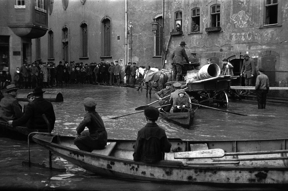 Flood in Wetzlar – Oskar Barnack, 1920