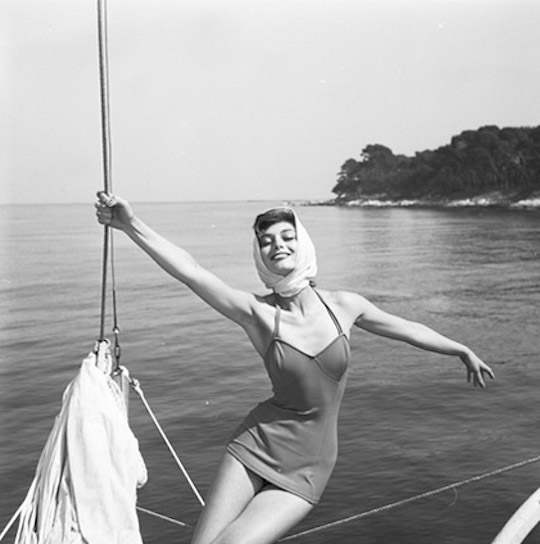 Marie-Hélène Arnaud, French Riviera. Photo by Georges Dambier, 1957.