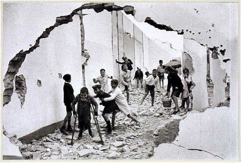 SPAIN.Andalucia. Seville.1933.© Henri Cartier-Bresson / Magnum Photos