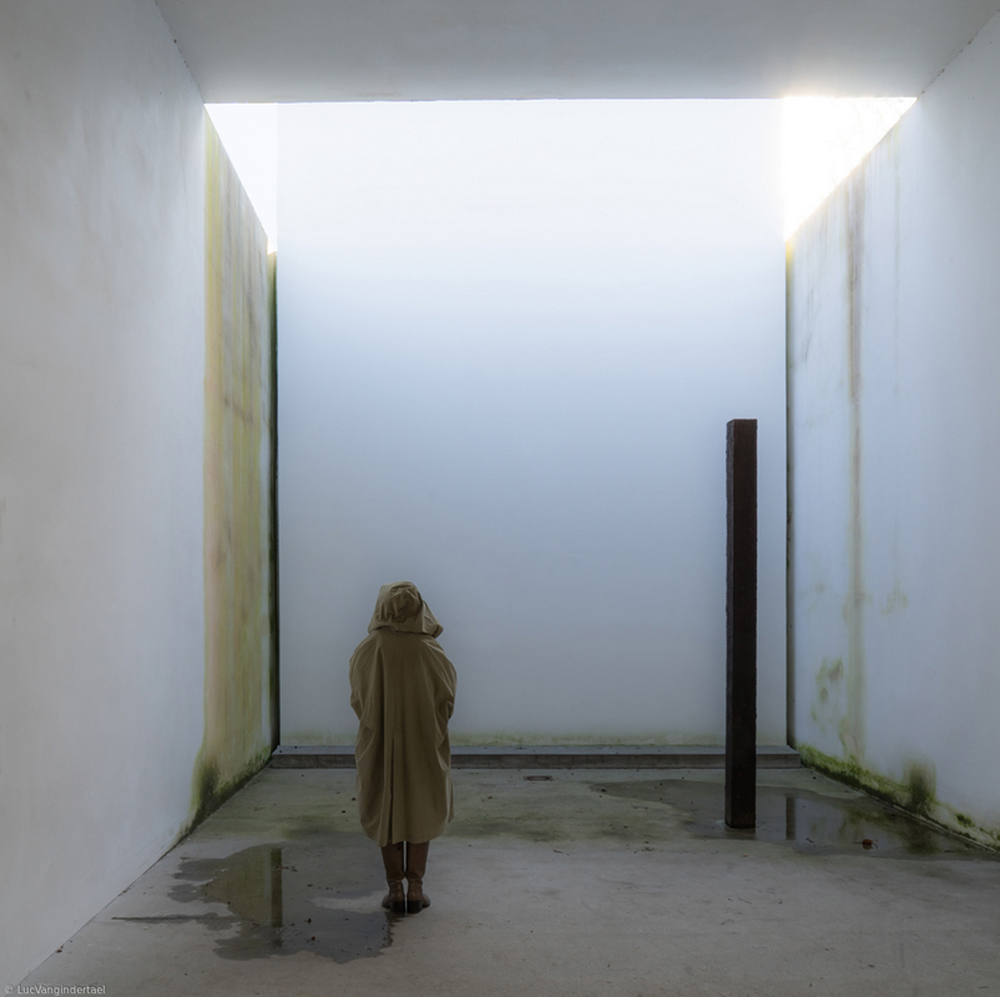 Luc Vangindertael -In the chapel of nothingness