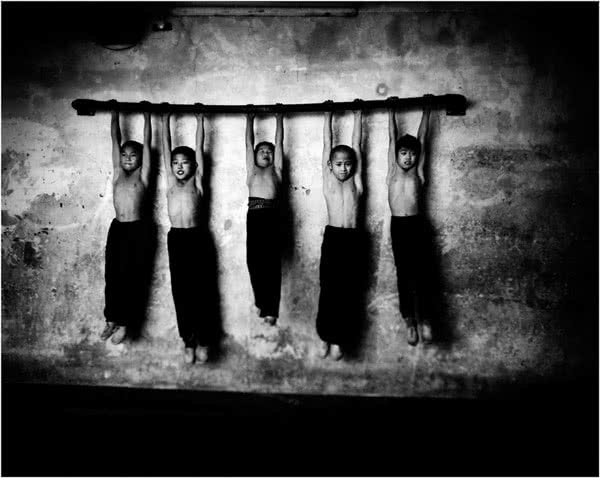 Tomasz Gudzowaty, Children from a private acrobatic school in WuQiao, China, 2007