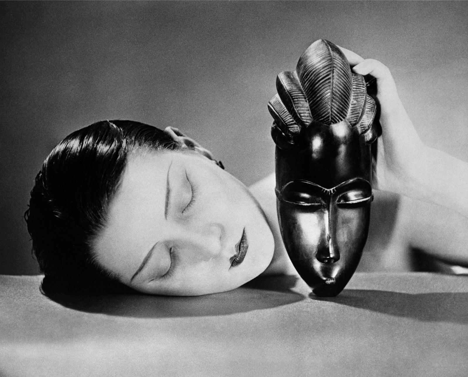 Noire et Blanche, 1924,  photo source