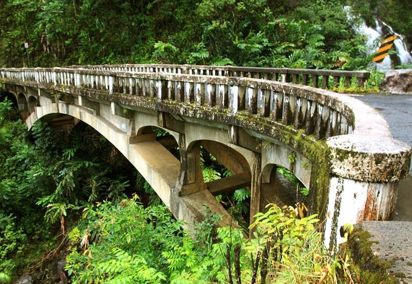 road-to-hana-maui-bridge-840x580.jpg