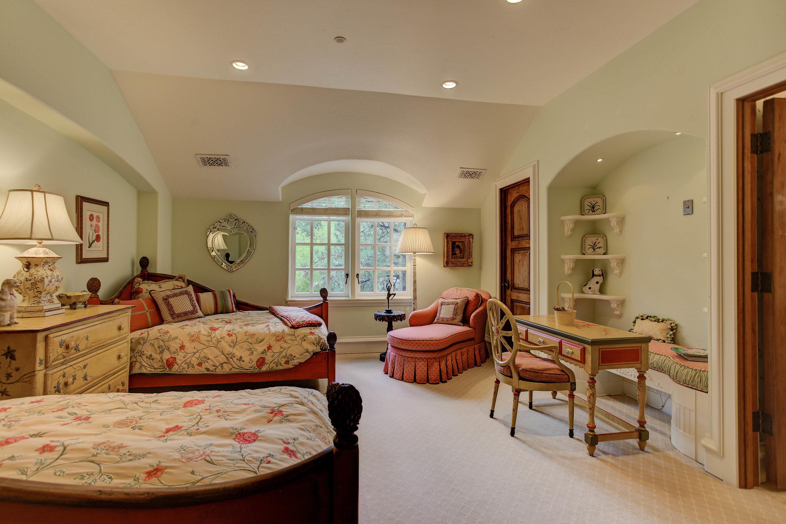 7+Eagle+Pointe+Lane_Bedroom4.jpg