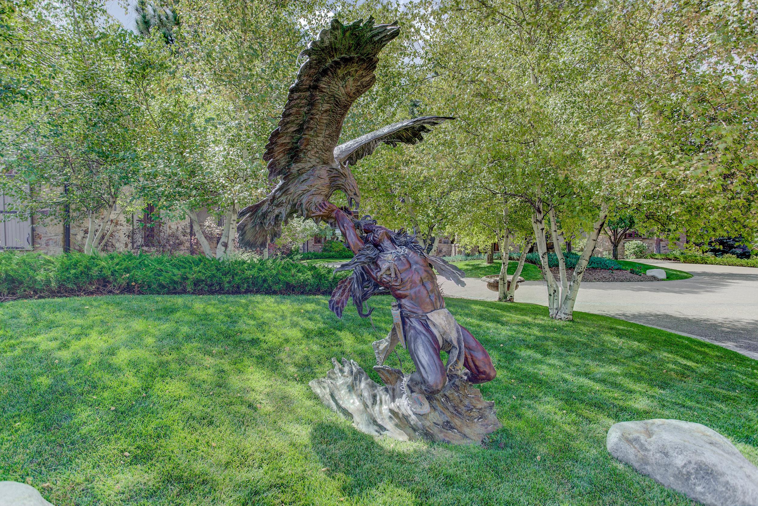7+Eagle+Pointe+Lane_Statue.jpg