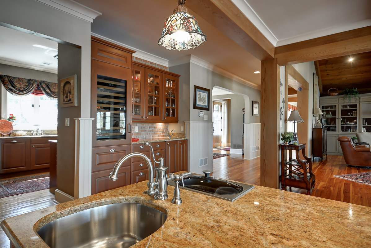 Horvath-Kitchen-looking-toward-entry.jpg
