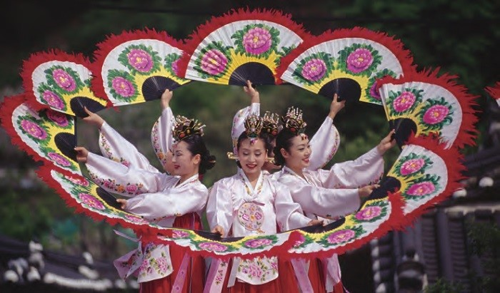 Buchaechum (Fan Dance)  - A traditional form of Korean dance usually performed by groups of female dancers holding fans with floral designs on them.