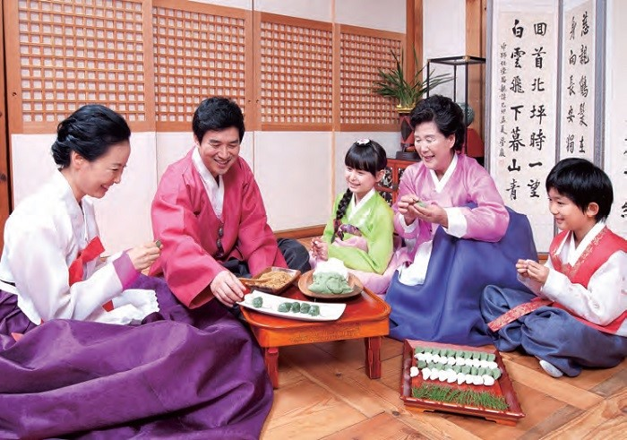 Chuseok and Songpyeon  - During the mid-autumn holiday of Chuseok (15th day of the 8th lunar month), families gather together and make songpyeon (half-moon shape rice cake).
