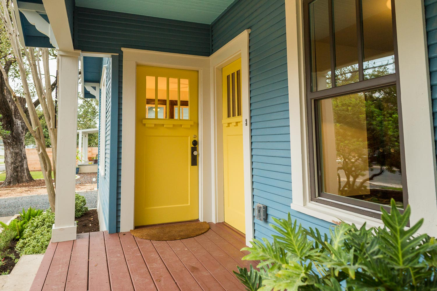 One last picture of the happy front porch!