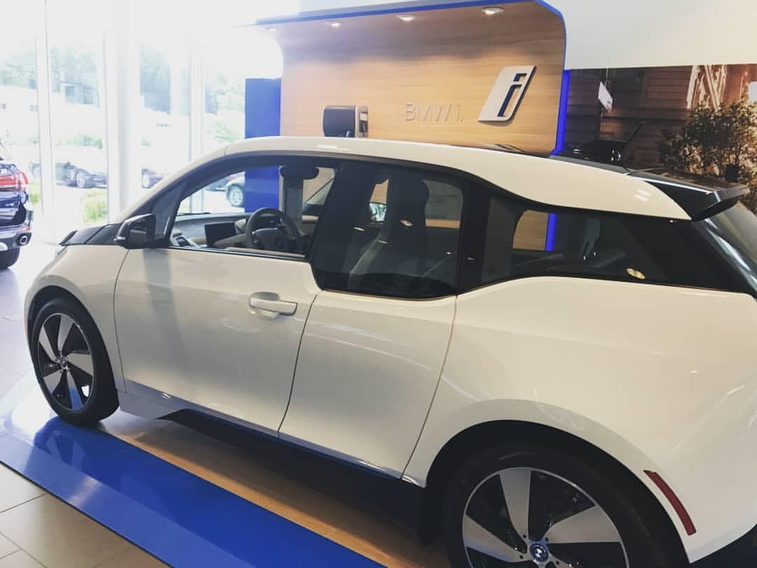 Who is ready for @bmwi Drive Electric Hudson Valley event on Nov 9th from 10-4 is the big savings  Yet no fear! Savings too for another four weeks after!! #driveelectric #hudsonvalley #bmw #bmwi #bmwhudsonvalley #electriccar #i3 #thegreenlivingguy #greenlivingguy #sethleitman  (at BMW of the Hudson Valley)   https://www.instagram.com/p/Bpc_jVdhUZN/?utm_source=ig_tumblr_share&igshid=pnech5tne8bb