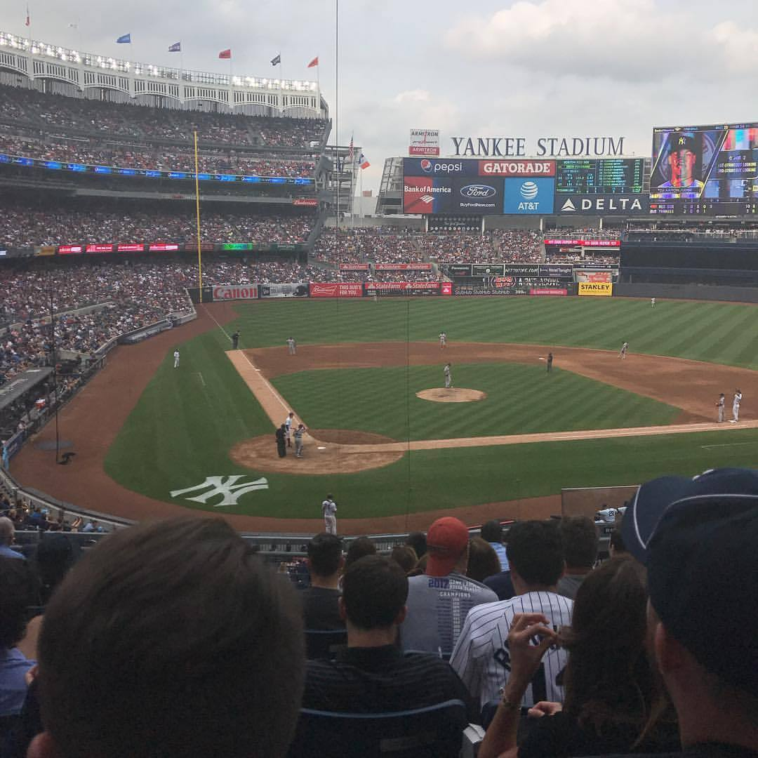 Common everyone let's hear it for New York @yankees Yankees bc we need some help!! Boston meh (at Yankee Stadium)