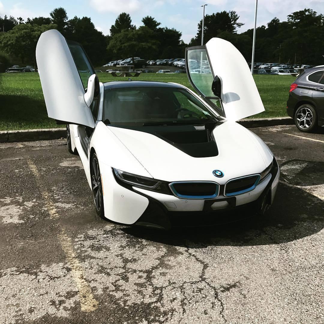 If you're gonna do a photo of the i8 you've got to open both doors!! #driveelectrichudsonvalley #dropthemic @bmwi @bmwusa @bmw  (at BMW of the Hudson Valley)