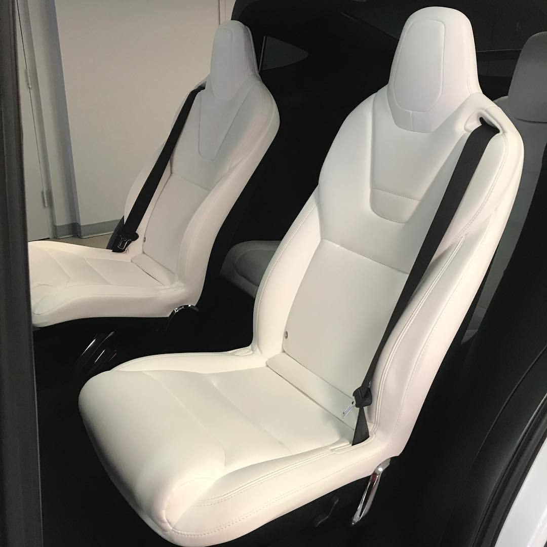 So you're aware. These are purely as they call it synthetic vegan seats in the @teslamotors Model X. That's why they are only black or white!  Ahhhhh (at Tesla Store)