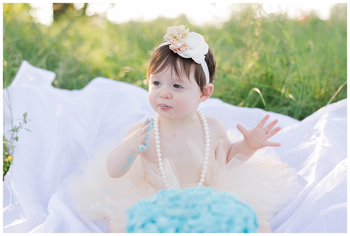 baby girl cake smash photos