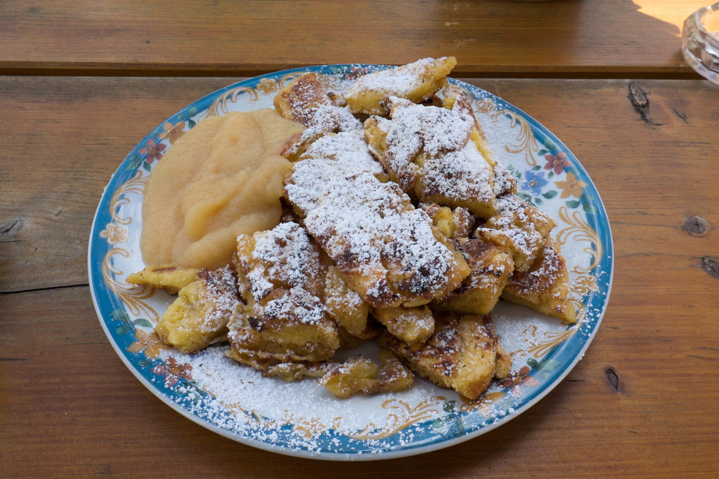 Lunchtime!  Kaiserschmarrn m Apfelmus - German apple pancakes.  Again, I was so surprised to see such sweet dishes as main dish items!  Nonetheless, I didn't complain and delightfully enjoyed this dish!