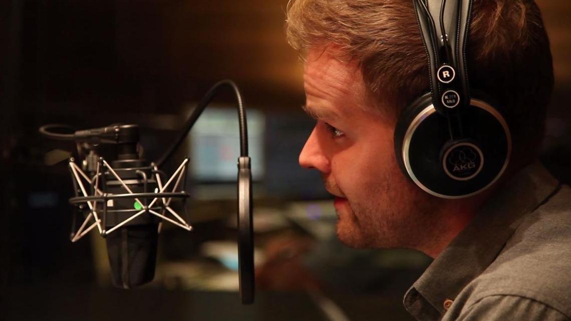 Als  Synchronsprecher  leiht Benjamin seine Stimme  internationalen Schauspielern , zuletzt u.a. Wilson Cruz als Dr. Hugh Culber bei  Star Trek Discovery  (Netflix). Außerdem ist er bei  Maybrit Illner  (ZDF) zu hören.