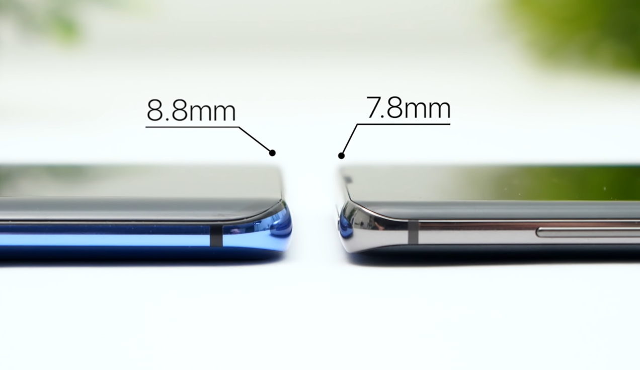The OnePlus 7 Pro (Left) vs the Samsung Galaxy S10+ (Right)
