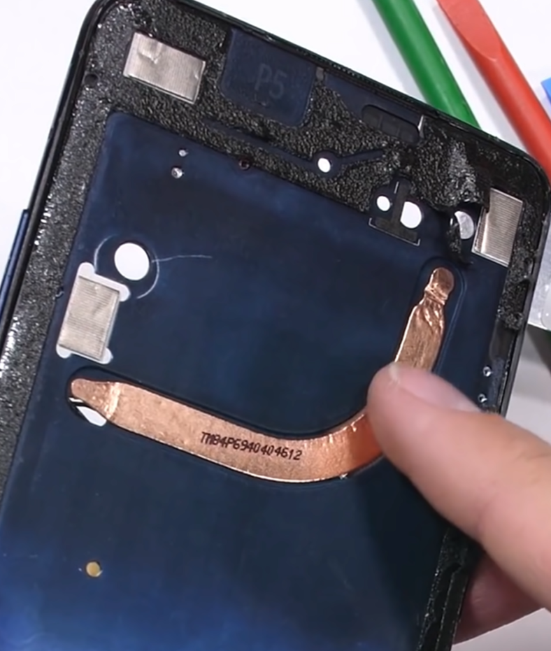The cooling pipe found in the OnePlus 7 Pro (Source: JerryRigEverything)