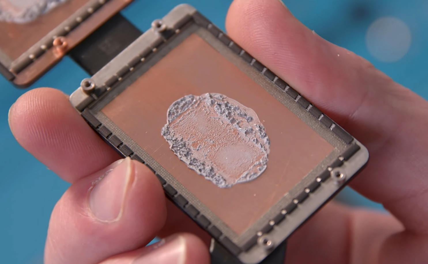 The 2019 model feature brand new thermal paste on its internals (Source: Snazzy Labs)