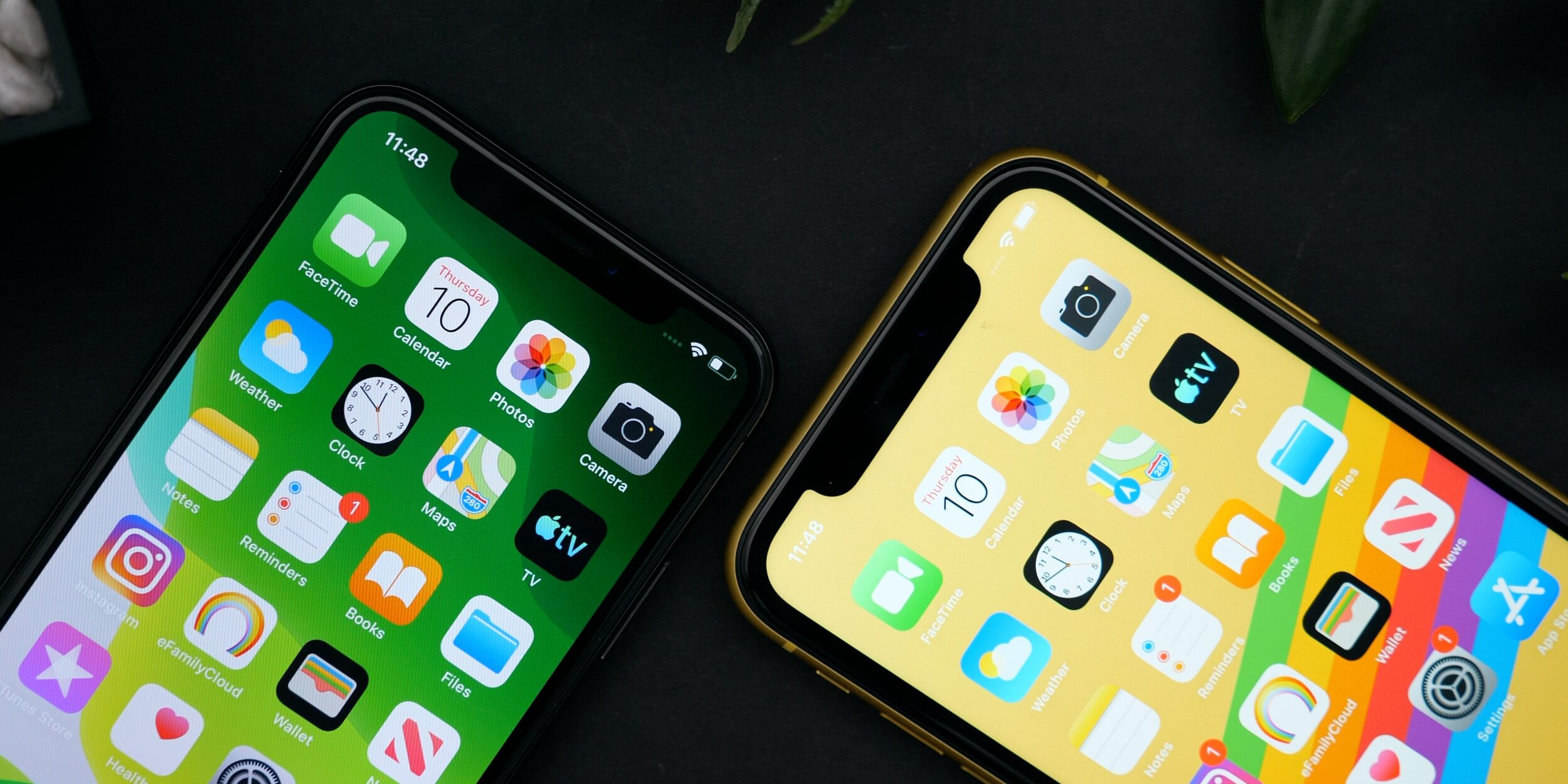 Despite being the more recent model, the 11 (Right) has thicker bezels than the X (Left)