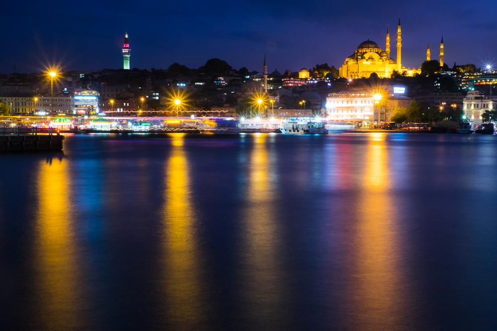 Blick von der Galatabrücke auf die Süleyman-Moschee
