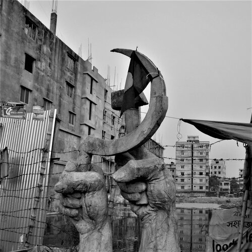 Memorial statue at the site of the Rana Plaza factory collapse. ©TansyHoskins