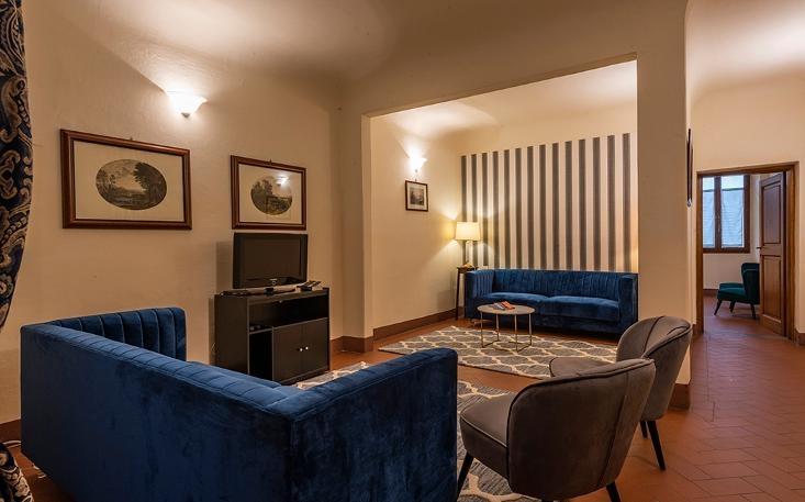 property$image$201812$1544696173587_Piazza_Santo_Spirito_Oltrarno.jpeg