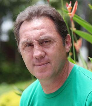 Alex Aguinaga, Ecuadorian  soccer legend
