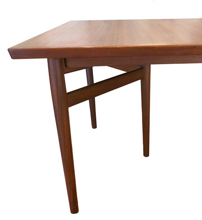 Arne Vodder dining table by Sibast.jpg