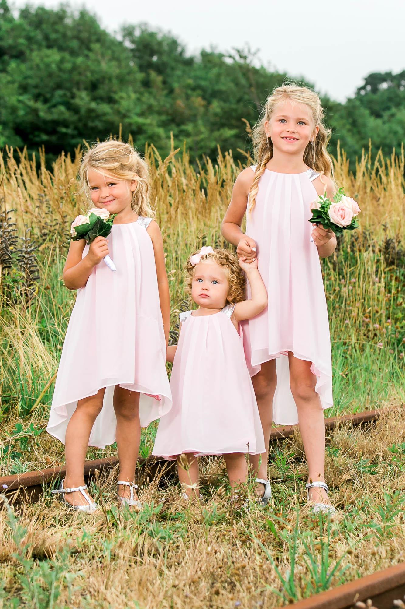Brudepiger i flotte kjoler