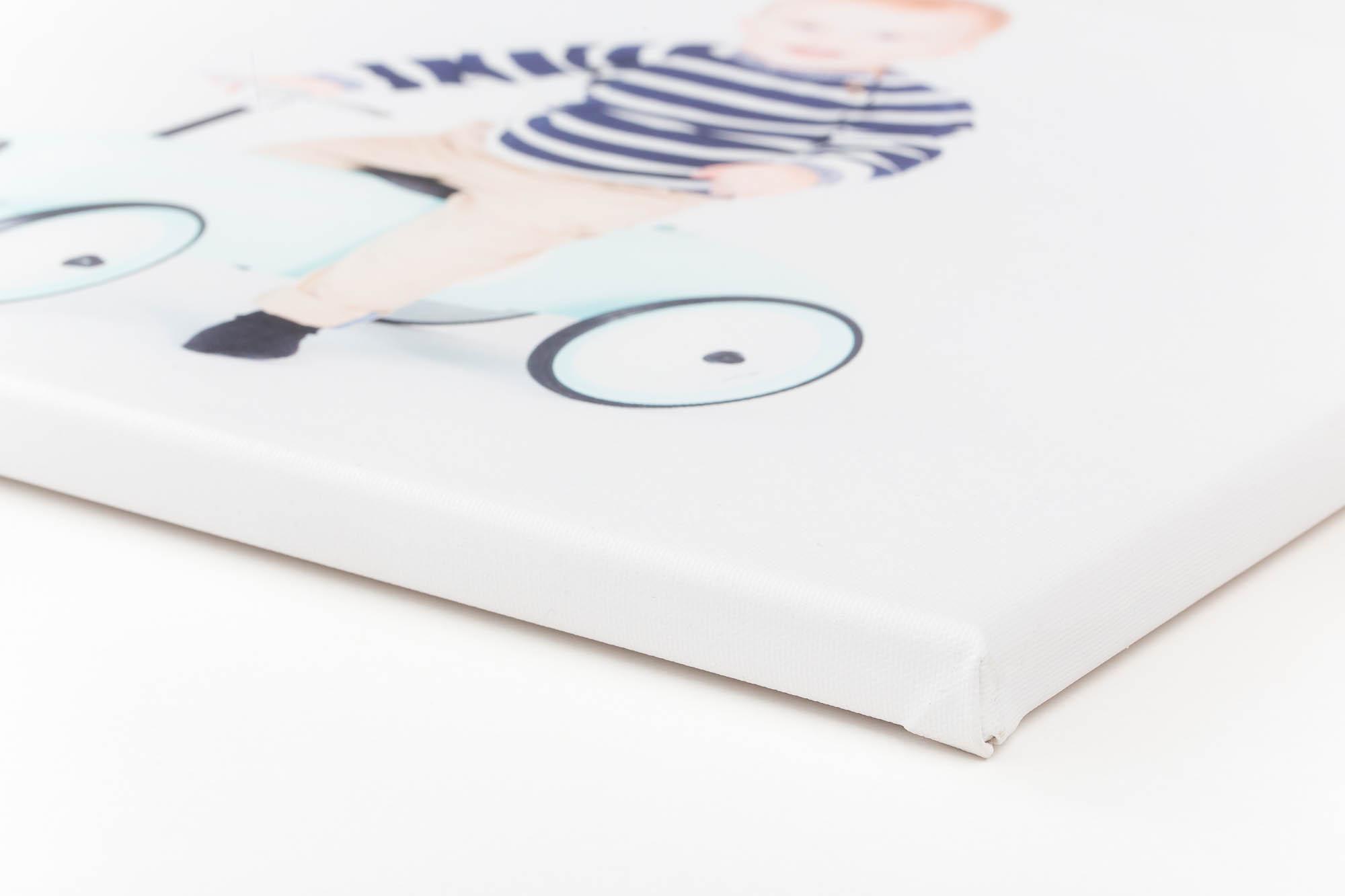 Lærredsprint - Print på ekstra kraftig bomuldslærred, som giver skarpe og klare farver. Print på lærred gør, at du undgår reflekser fra sollys og andre lyskilder. Lærredsprintet falmer ikke og kan rengøres med en våd klud.