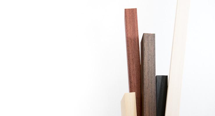 Luksus gallerirammer i ubehandlet eg eller mørke bejdsede nuancer: sort, hvid, lys brun, mørk brun, mahognirød.