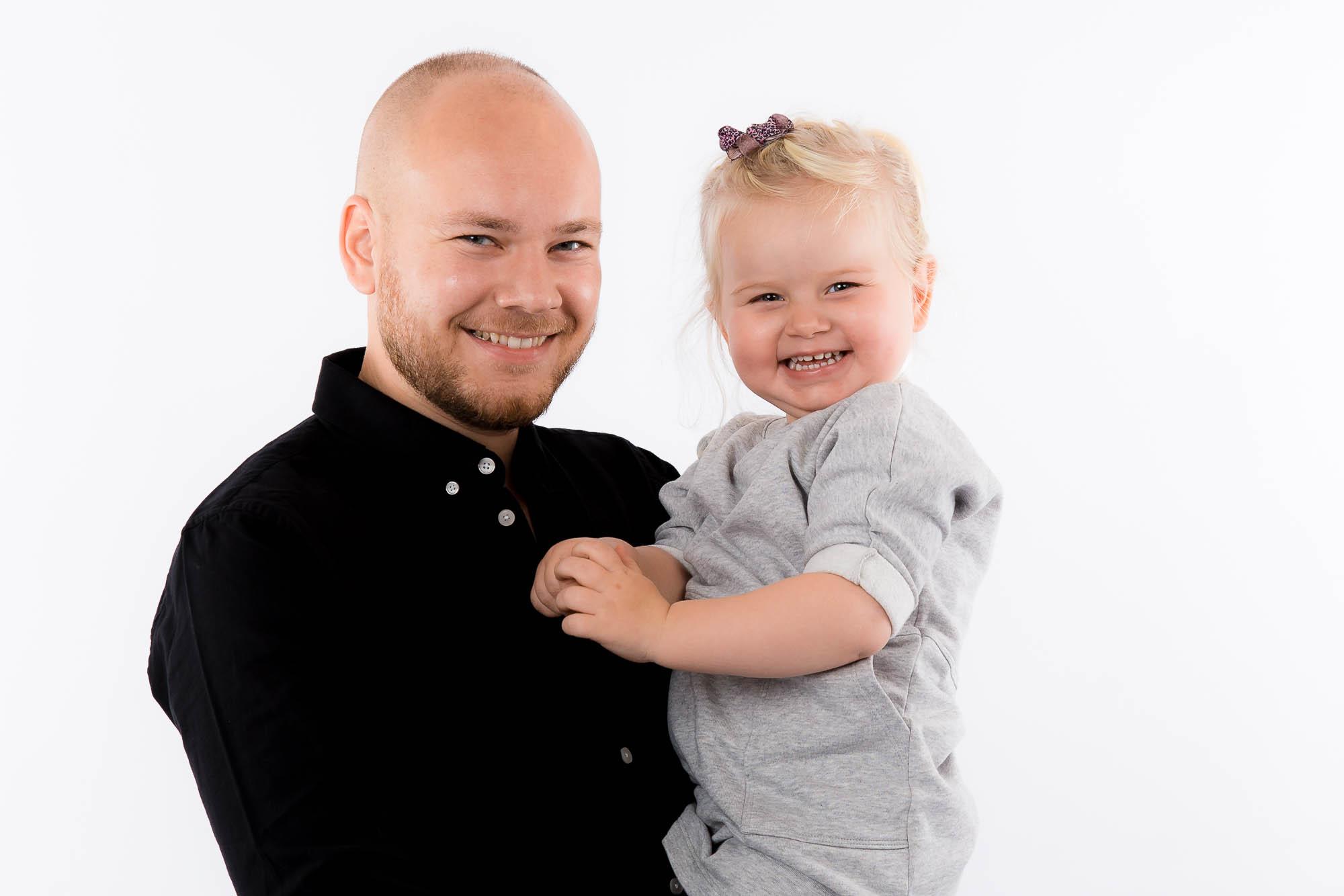 Far og hans lille datter til fotograf